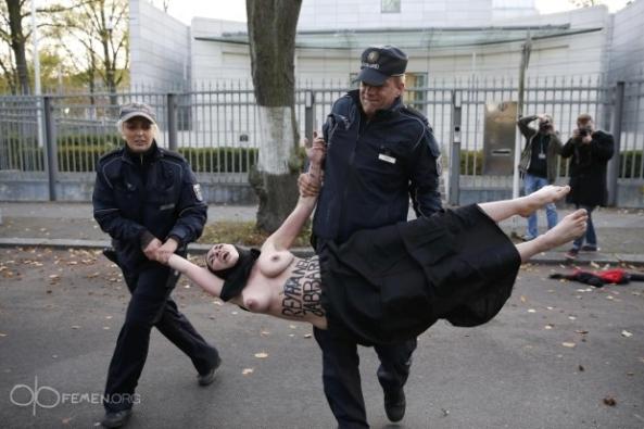 sharia-law-Reyhaneh-Jabbari-sexy-nude-naked-FEMEN-Iranian-embassy-Berlin-German (2)