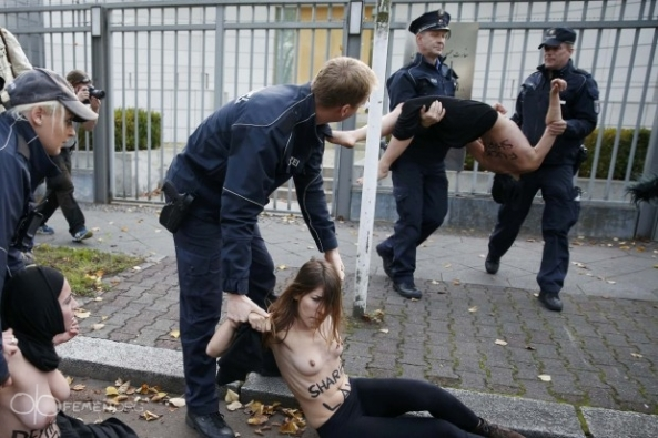 sharia-law-Reyhaneh-Jabbari-sexy-nude-naked-FEMEN-Iranian-embassy-Berlin-German (8)